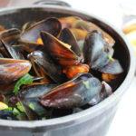 ブリュッセルに来たなら鍋ごと出て来る「ムール貝のココット」を食べよう!おすすめレストランも。